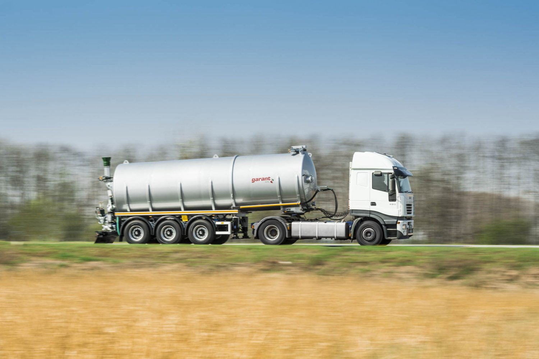 Tanksattelauflieger-gülle-transport-6.jpg